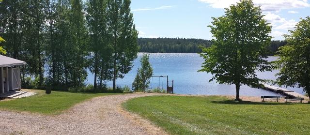 Kesäinen uimaranta