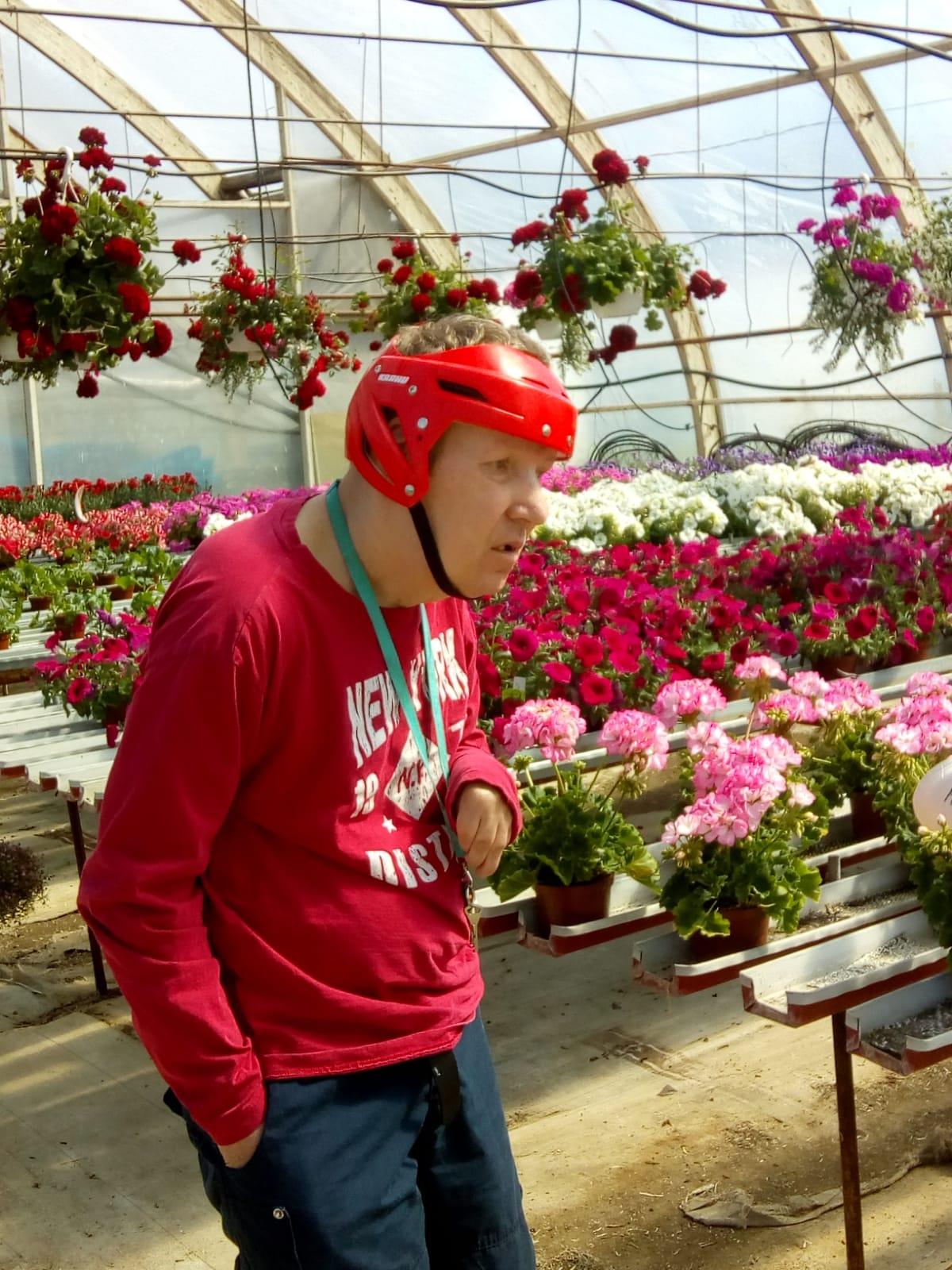 Kukkaloistoa puutarhalla ihastelemassa