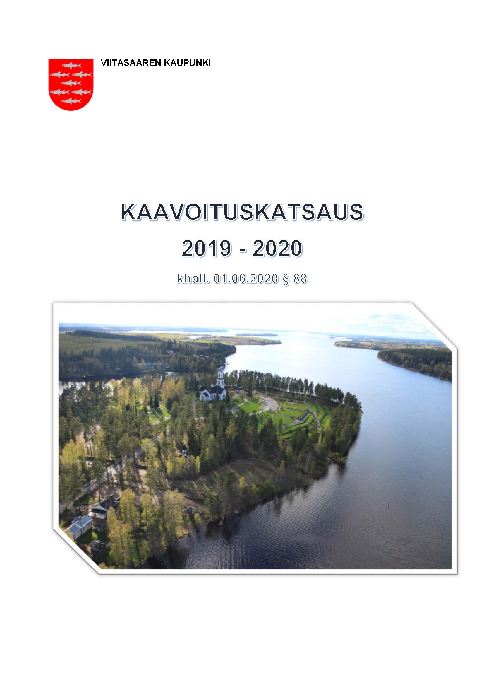 Etusivukuva vuoden 2019-2020 kaavoituskatsauksesta, jossa ilmakuva Viitasaaren kirkon alueelta.