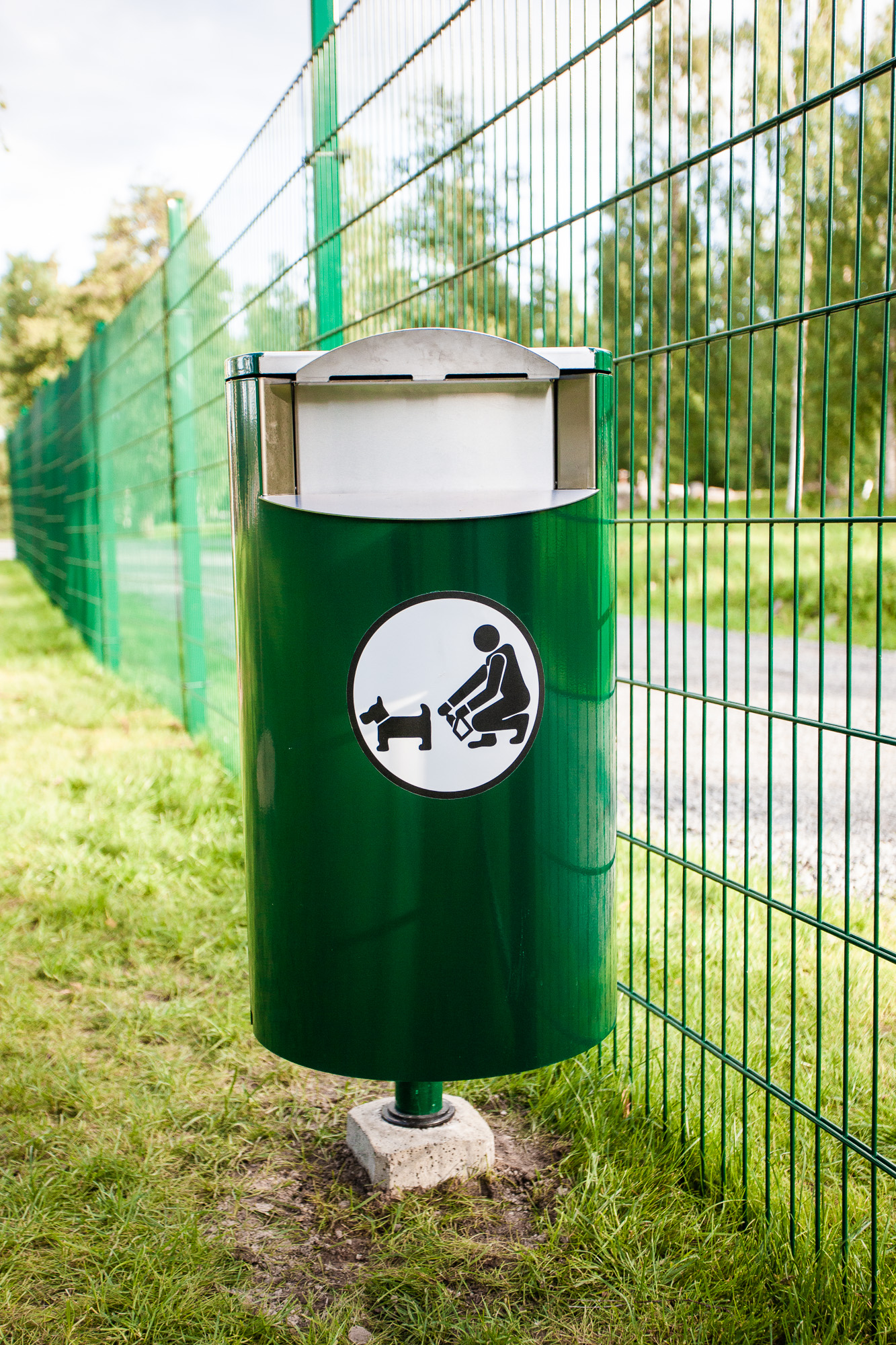 Koirapuiston jäteastia